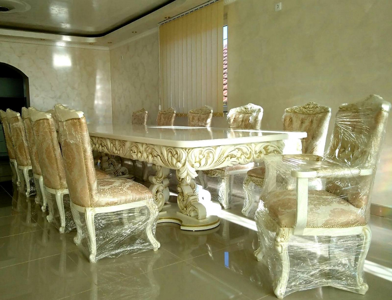Stilski sto i stolice exkluziv